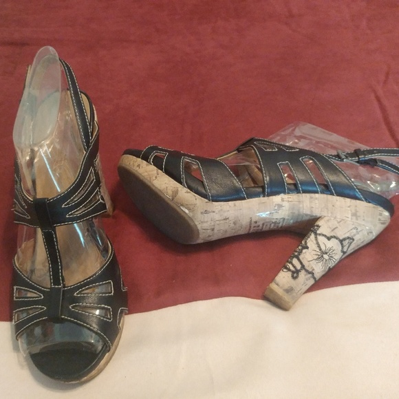91b10b0f166c BONGO Shoes - BONGO BROOKE BLACK STRAPPY FLOWER CORK SHOES 8.5